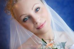 Portret van de bruid die een boeket houdt Royalty-vrije Stock Foto