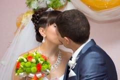 Portret van de bruid en de bruidegom Royalty-vrije Stock Foto's