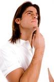Portret van de denkende mens die omhoog kijkt Stock Afbeelding