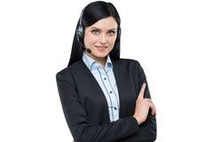 Portret van de donkerbruine exploitant van de steuntelefoon met de hoofdtelefoon Stock Fotografie