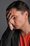 Portret van de droevige jonge man Stock Afbeelding