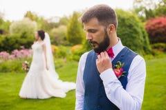 Portret van de ernstige enkel gehuwde mens stock fotografie