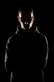 Portret van de ernstige mens in zonnebril Stock Foto