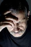 Portret van de gedeprimeerde oude mens Stock Foto