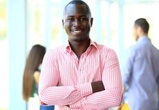 Portret van de glimlachende Afrikaanse Amerikaanse bedrijfsmens Royalty-vrije Stock Afbeelding
