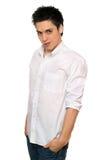 Portret van de grijnzende jonge mens. Geïsoleerds Royalty-vrije Stock Fotografie
