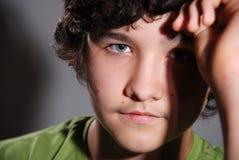 Portret van de jonge aardige kerel Stock Afbeeldingen