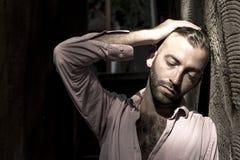 Portret van de jonge, gedeprimeerde mens in pijn Royalty-vrije Stock Fotografie
