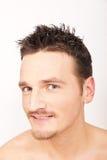 Portret van de jonge glimlachende mens. Stock Afbeeldingen