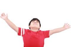 Portret van de jonge handen van de jongensholding omhoog stock fotografie