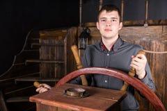 Portret van de Jonge Mens die Houten Schip sturen stock afbeeldingen