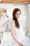 Portret van de jonge zwangere vrouw Stock Afbeelding