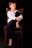 Portret van de jongen op een zwarte achtergrond stock foto