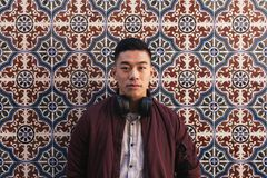 Portret van de knappe Chinese jonge mens stock afbeelding