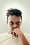 Portret van de knappe Indische jonge mens royalty-vrije stock afbeelding