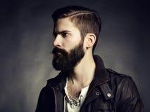 Portret van de knappe mens met baard stock fotografie