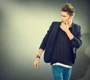 Portret van de manier het jonge modelmens Stock Afbeelding