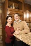 Portret van de mens en vrouw in keuken. royalty-vrije stock afbeeldingen