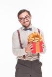 Portret van de mens met Nieuwjaar of Kerstmisheden of gift Stock Foto
