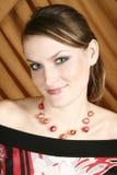 Portret van de mooie jonge vrouw stock afbeelding