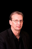 Portret van de oudere mens in zwarte Royalty-vrije Stock Afbeeldingen