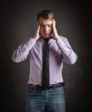 Portret van de peinzende jonge mens Stock Afbeelding