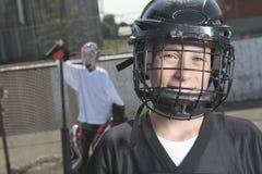 Portret van de spelers van de hockeybal met hockeystok Stock Foto