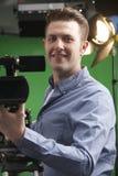 Portret van de Studio van Cameramanworking in television stock afbeeldingen