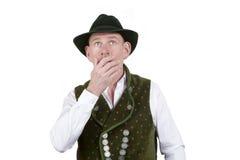 Portret van de verbaasde Beierse mens die omhoog kijken Stock Foto's