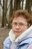 Portret van de vrouw in stadspark Royalty-vrije Stock Foto
