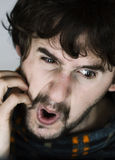 Portret van de zenuwachtige jonge mens Stock Fotografie
