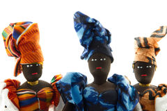 Portret van drie Afrikaanse poppen die hoofdomslagen dragen stock foto