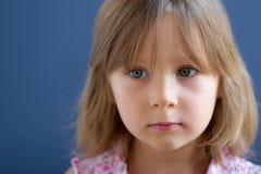 Portret van droevig meisje stock afbeelding