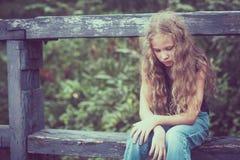 Portret van droevige blonde tiener Stock Foto's