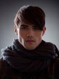 Portret van een aantrekkelijk jong mannelijk model Stock Afbeeldingen