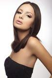 Portret van een aantrekkelijke donkerbruine jonge dame Royalty-vrije Stock Foto