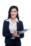 Portret van een aantrekkelijke jonge onderneemster met blauwe omslag, stock foto's