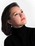 Portret van een aantrekkelijke jonge vrouw die omhoog kijkt Royalty-vrije Stock Foto's