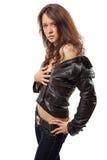 Portret van een aantrekkelijke jonge vrouw in een leerjasje Stock Foto's