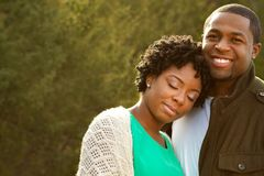 Portret van een Afrikaans Amerikaans houdend van paar stock fotografie