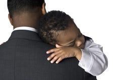 Portret van een Afrikaanse Amerikaanse vaderholding van hem Royalty-vrije Stock Afbeeldingen