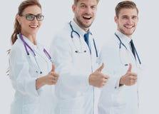 Portret van een assertief medisch team tegen een witte achtergrond stock afbeeldingen