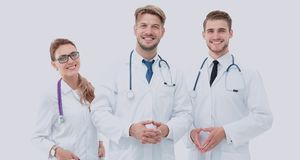 Portret van een assertief medisch team tegen een witte achtergrond royalty-vrije stock foto's