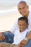 Portret van een Aziatische vader en een zoon royalty-vrije stock fotografie