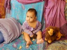Portret van een babyjongen in het Aziatische binnenland Royalty-vrije Stock Foto's