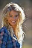 Portret van een baeutiful glimlachende blondevrouw Stock Fotografie