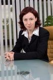Portret van een bedrijfsvrouw in het bureau royalty-vrije stock afbeeldingen