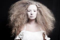 Portret van een bleke vrouw stock afbeelding