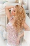 Portret van een blonde vrouw. Stock Foto's