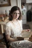 Boze Jonge Vrouw in de Witte Kleding van het Huwelijk Stock Foto